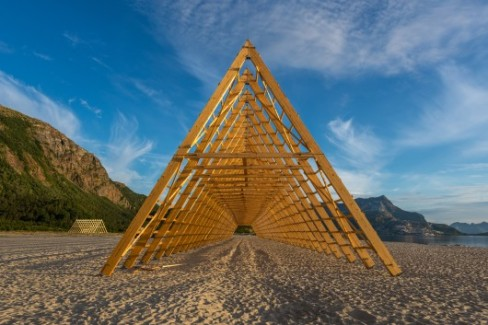 540daeb5c07a808f0a0000dd_a-new-festival-that-celebrates-the-architecture-of-the-arctic-circle_53fbfd4dc07a80388e000878_salt-festival-installations-rint-